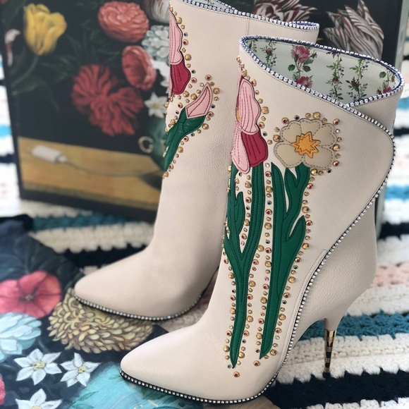 9563ce0a14f Gucci Fosca Floral Crystal Embellished Pointy Boot